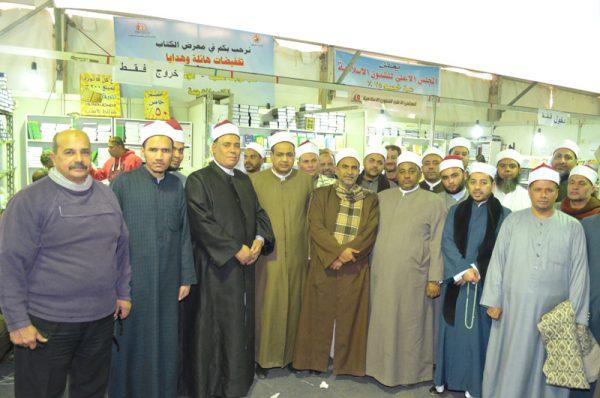 <center> لليوم الثاني على التوالي <br/> جولات ثقافية للسادة الأئمة <br/> لزيارة جناح المجلس الأعلى <br/> للشئون الإسلامية <br/> بمعرض القاهرة الدولي للكتاب <center/>