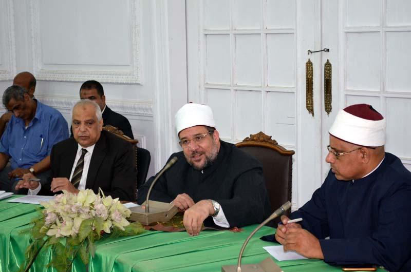 <center> خلال اجتماعه بالباحثين بالمجلس الأعلى للشئون الإسلامية وزير الأوقاف يؤكد: <center/>