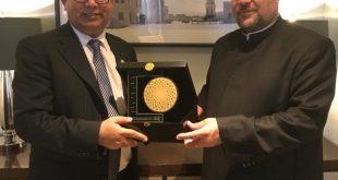 درع المجلس العالمي للمجتمعات المسلمة لوزير الأوقاف المصري تقديرا لجهوده في خدمة الإسلام والمسلمين